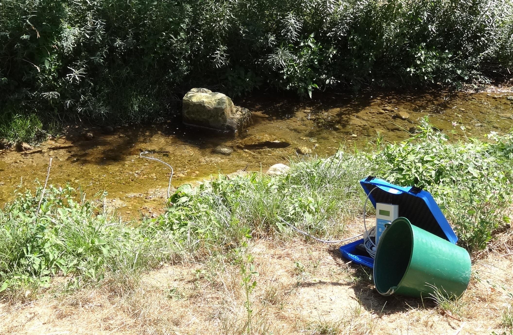Matériel de jaugeage en rivière – crédit photo SMVIC