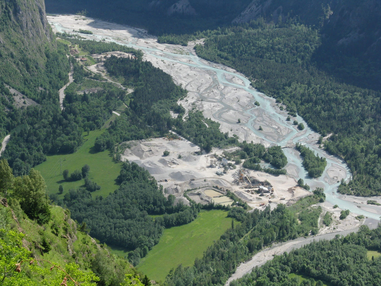 photo aérienne d'une rivière en tresse