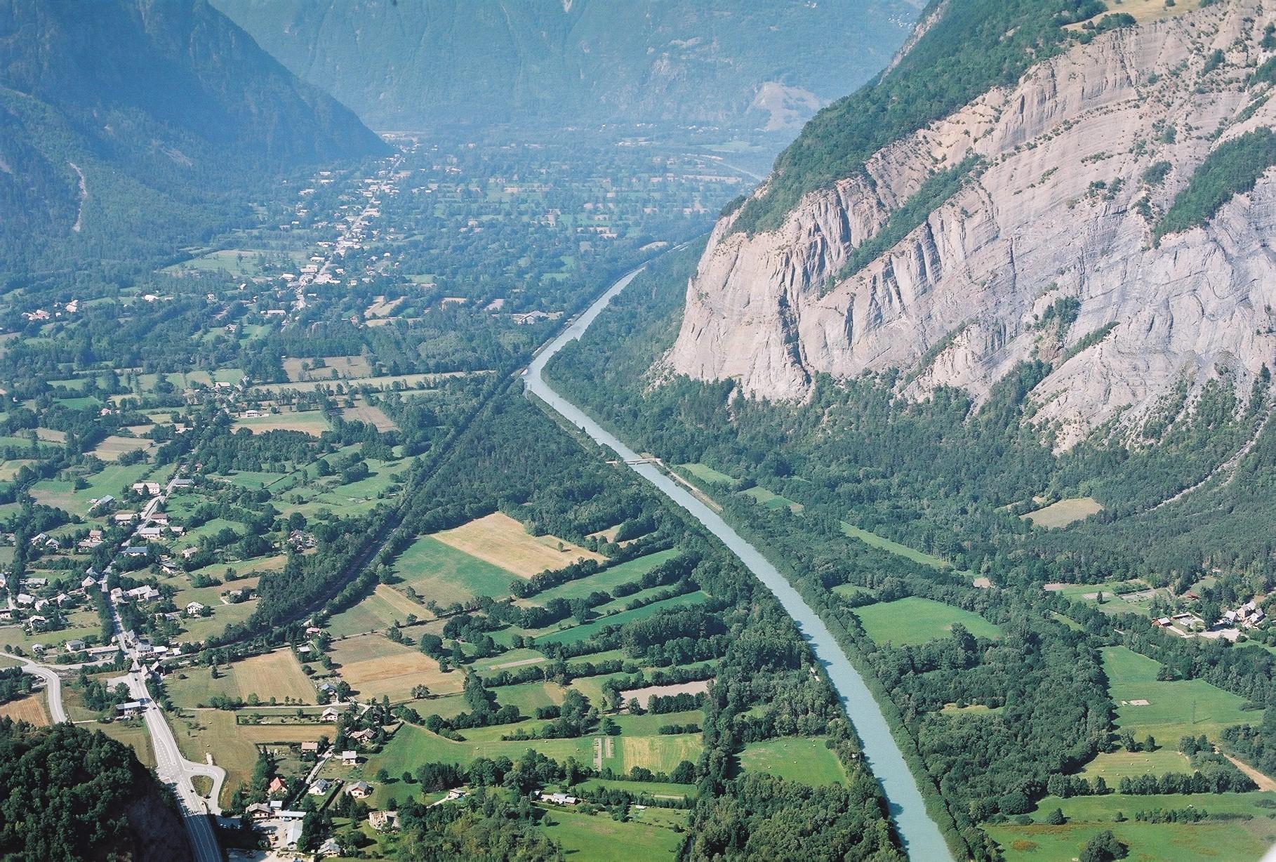rivière et plaine alluviale