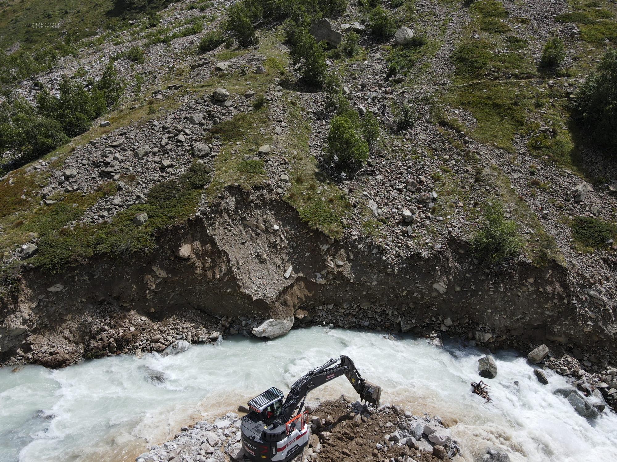 Travaux d'urgence en rivière